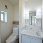 2階トイレと洗面台
